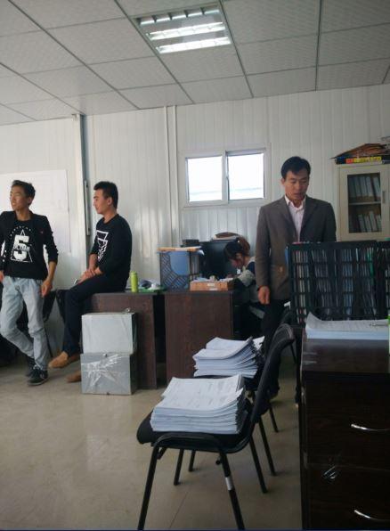 建筑工程施工监理办公室一角